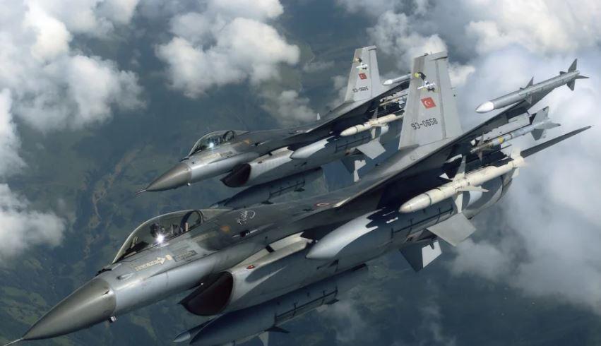 """""""Spiunë"""" dhe ushtarakë, avionët turq mbi Greqi"""