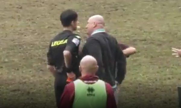 Trajneri italian grushton gjyqtarin e ndeshjes (VIDEO)