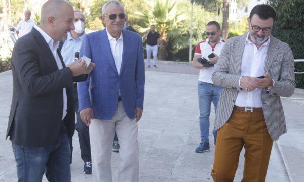 FOTO/ Nga Gramoz Ruçi duke qeshur, te Majko dhe Ditmir Bushati, të larguarit marrin pjesë në asamble