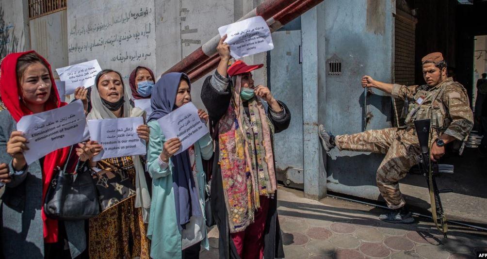 Talebanët akuzohen për shkatërrimin e të drejtave të njeriut në Afganistan