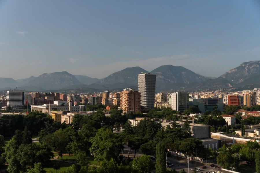 Në 6 vjet pagat u rritën me 5%, por apartamentet me 43%, çmimet e shtëpive në Tiranë si në Milano