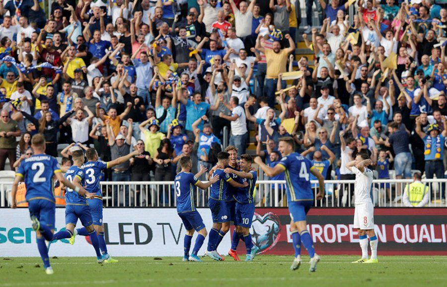 Sot dy vjet nga një prej ndeshjeve më të mira të Kosovës, fitorja ndaj Çekisë në Fadil Vokrri (FOTO LAJM)