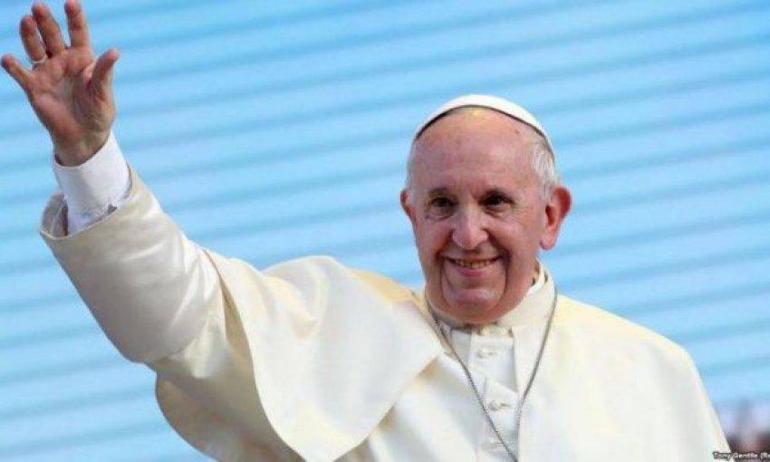Papa u bën thirrje vendeve të mirëpresin afganët