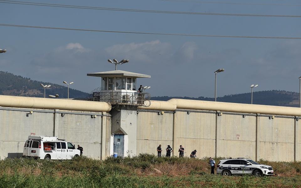 Palestinezët gërmojnë tunele dhe ikin nga burgu i sigurisë së lartë në Izrael