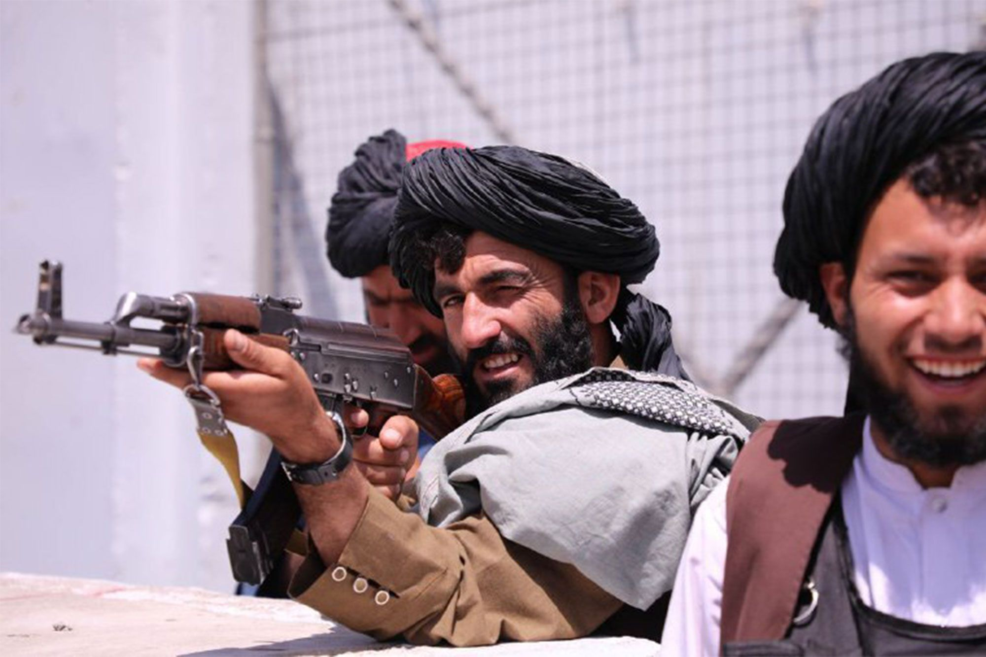 Google bllokon llogaritë e qeverisë afgane, pasi talebanët kërkuan email-et