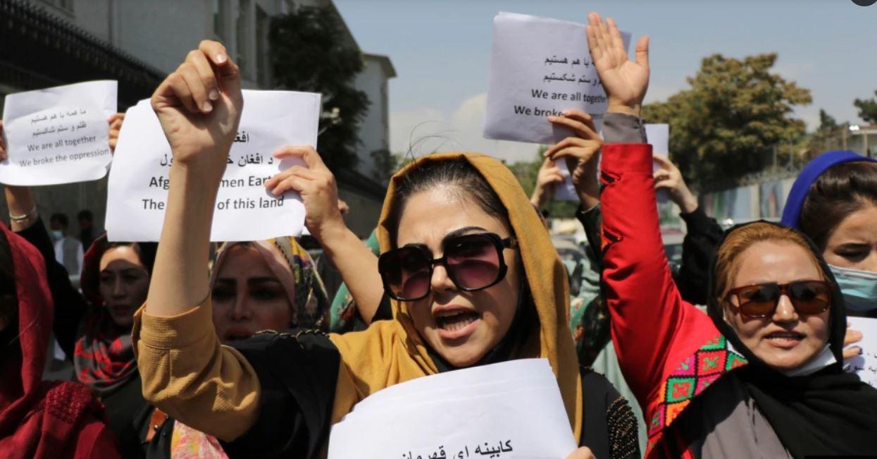 Talibanët hedhin gaz lotsjellës ndaj grave protestuese