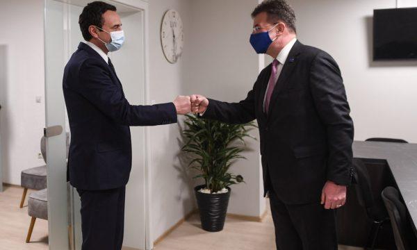 Lajçak arrin në Kosovë, takohet me Kurtin