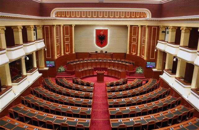 Nis sot debati politik në Kuvend, opozita rikthehet pas 30 muajsh, Berisha përjashtohet nga grupi i PD