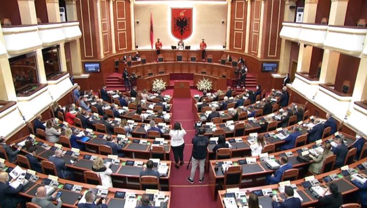 4 deputetë mungesë në Kuvend, kush pritet që të marrë mandatin e Ruçit, Markut dhe të tjerëve