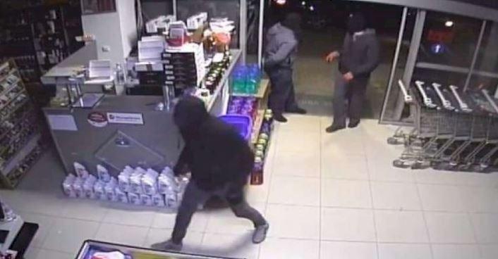"""Vodhën marketin natën, goditet banda e të miturve në Vlorë, si u kapën """"mat"""""""