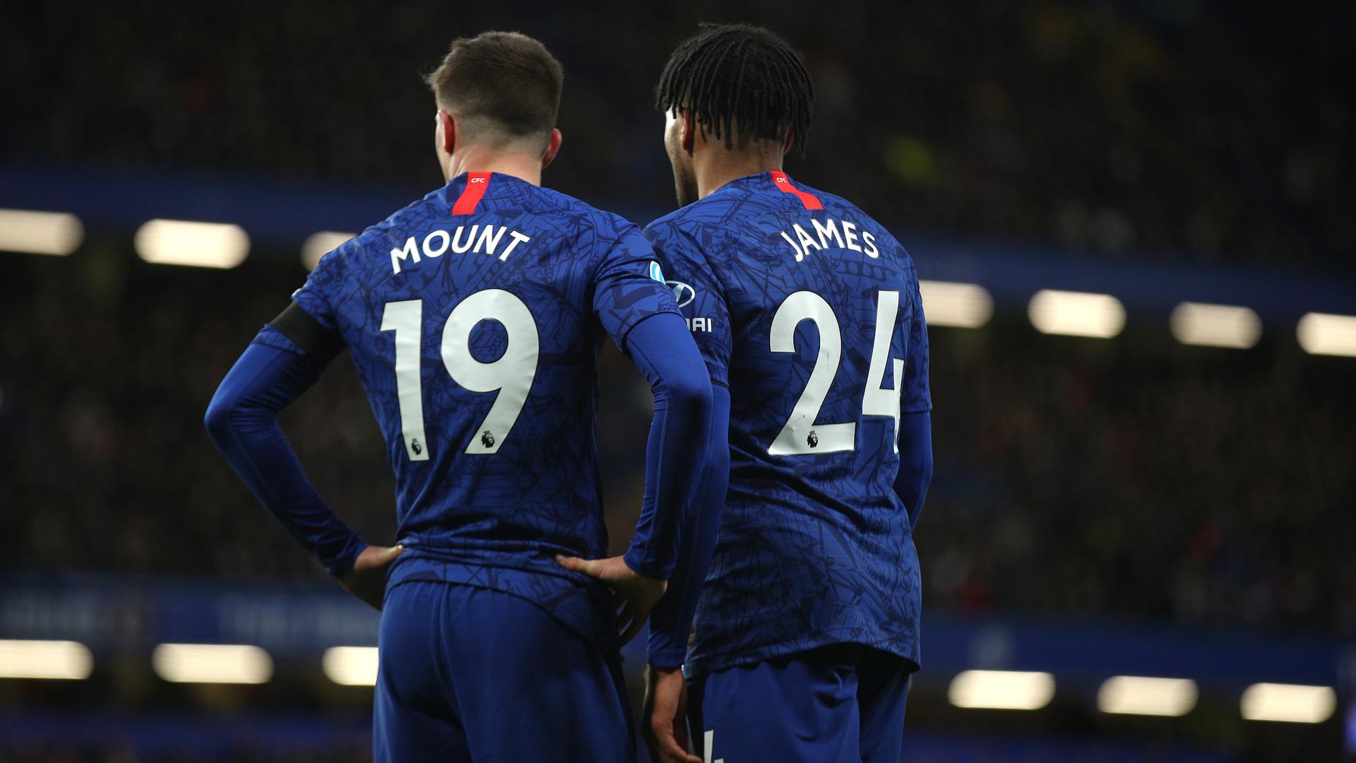 """VIDEO/ Lojtarit të Chelsea i vjedhin medaljet e Champions, Superkupës dhe """"Euro 2020"""" gjatë ndeshjes"""