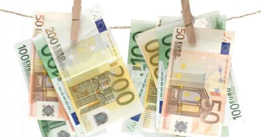 Rritet rreziku i pastrimit të parave në vend në 2021