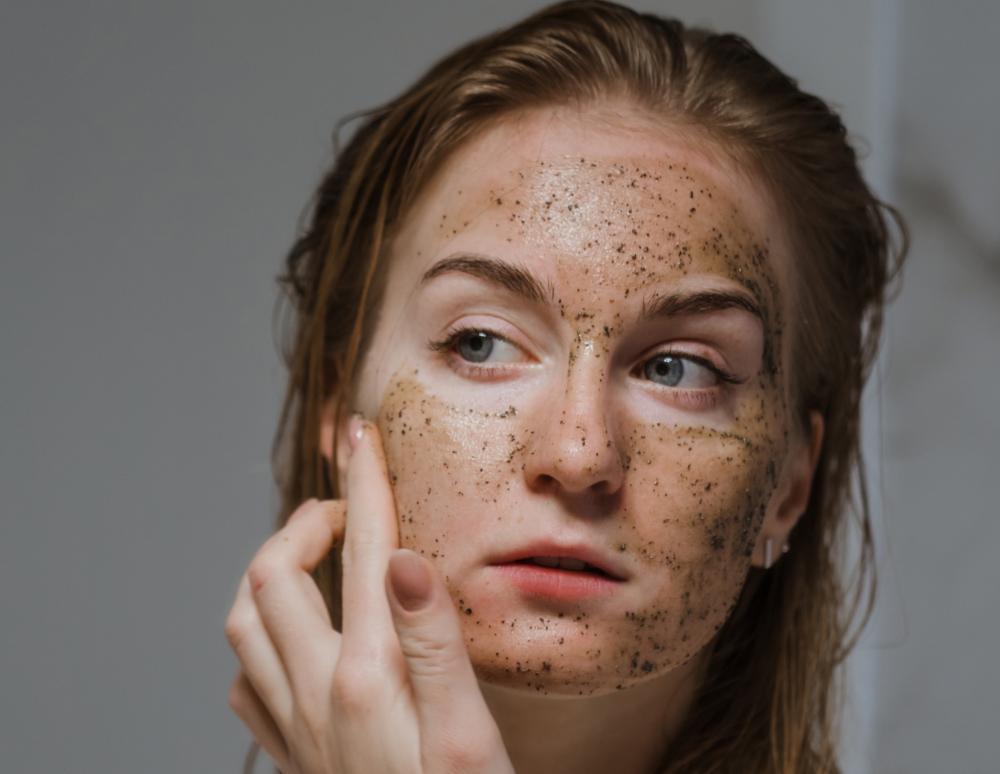 Sa shpesh duhet të bëni një pastrim fytyre?