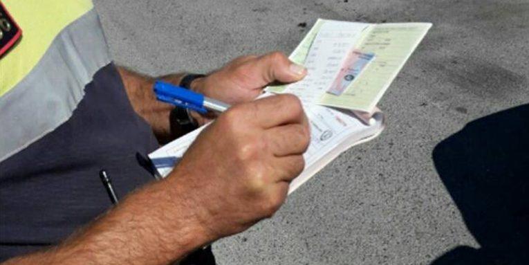 """Skandal, policia e Elbasanit të """"këput"""" në gjoba nëse pasagjerët nuk kanë mbiemrin tënd: Je taksi"""