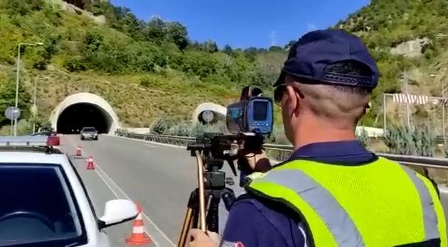 Kontrollet me dronë e radarë, 26 shoferë të arrestuar e 2260 të gjobitur gjatë fundjavës
