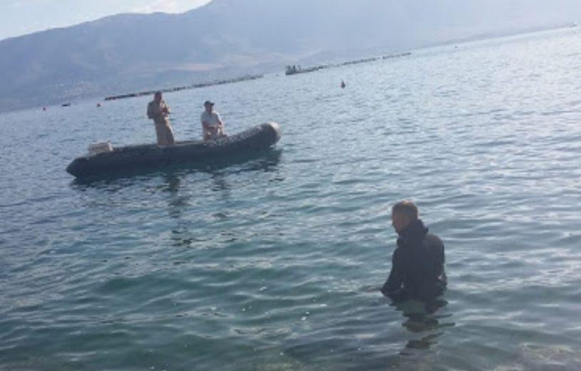 Iu përmbys varka nga dallgët e forta, humb jetën në liqenin e Prespës 45-vjeçari