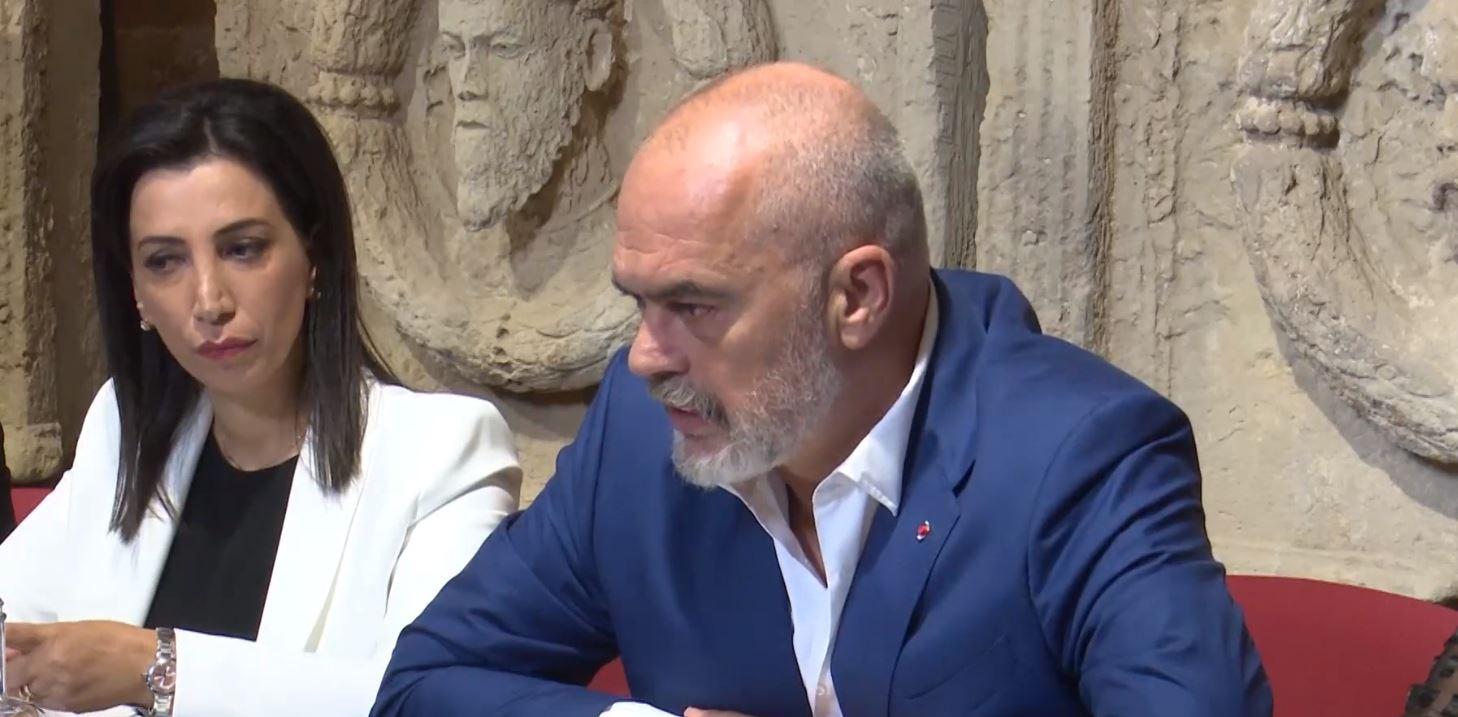 Nisma për universitetet, Rama në Puglia: Studentët s'do largohen nga Shqipëria