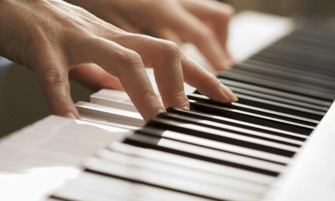 Krijohet pjesa muzikore që mund të zvogëlojë dhimbjet e kokës dhe trupit