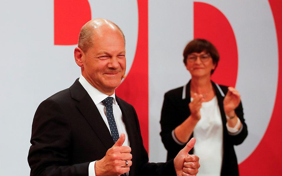 SPD mbizotëron me 25.7%, CDU / CSU pas 16 vitesh në pushtet, pëson humbjen më të thellë