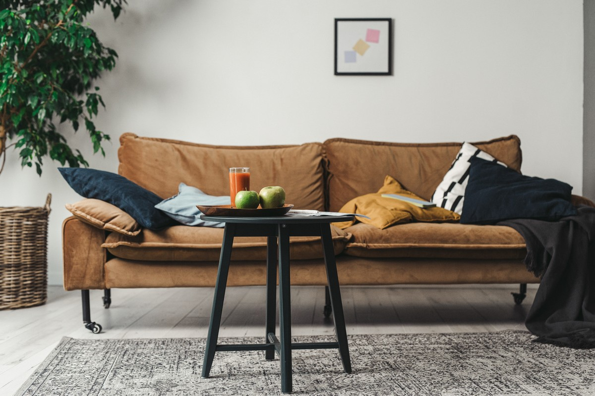 4 mënyra me buxhet të ulët për të rinovuar divanët