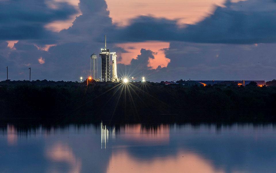 """LIVE- Raketa e """"SpaceX"""" gati për nisjen e misionit të parë turistik në hapësirë"""