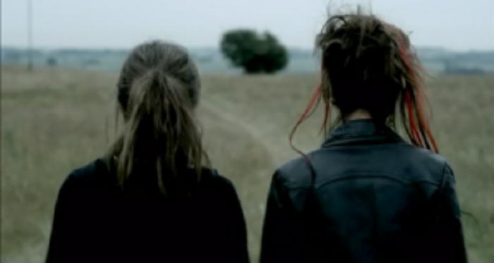 Zhduken dy vajza të mitura në Kosovë, nëna: Mund të kenë ikur për të punuar në Shqipëri