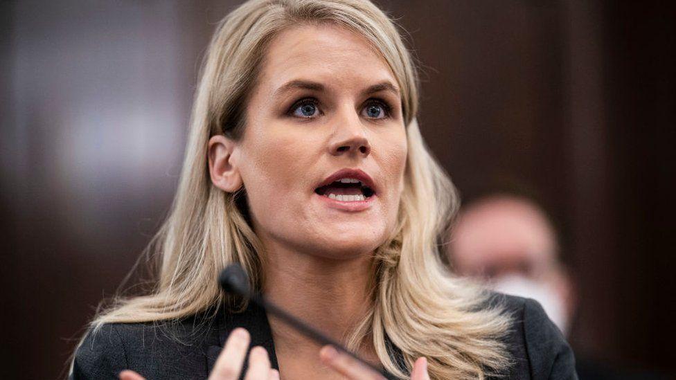 Ish punonjësja e Facebook dëshmon në kongres: Dëmton fëmijët dhe dobëson demokracinë