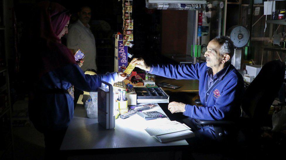 """""""Blackout"""" merr fund, në Liban rikthehet energjia pas 24 orësh"""
