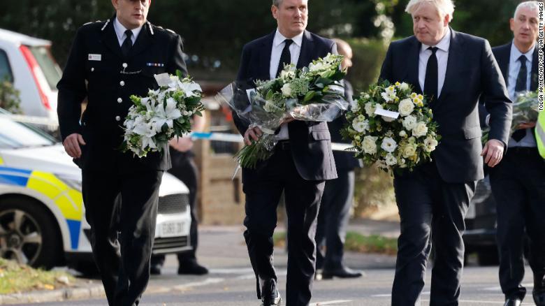Boris Johsnon viziton vendin ku u qëllua për vdekje deputeti britanik