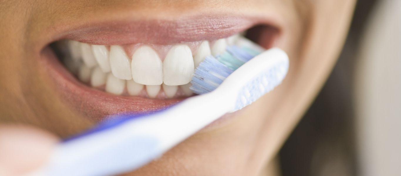 Ky zakon i mëngjesit po ju shkatërron dhëmbët