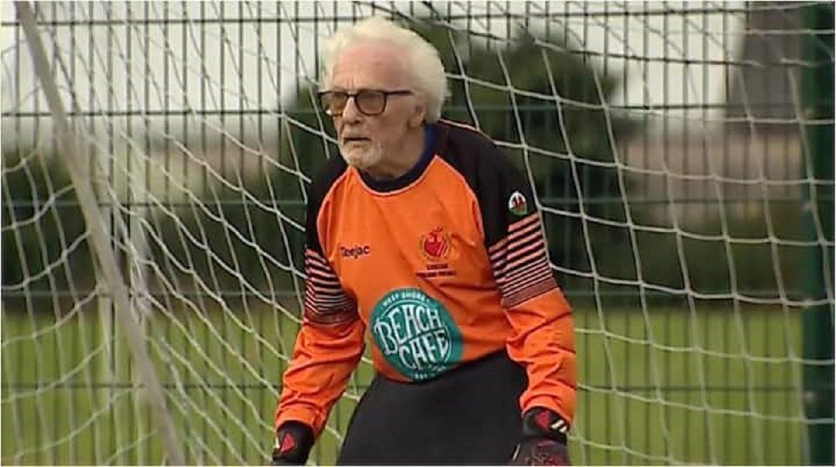 VIDEO/ Njihuni me 88-vjeçarin që luan ende futboll