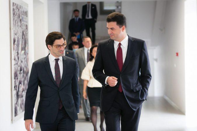 Delegacioni i Senatit të SHBA në Shqipëri, zyrtarët republikanë zgjodhën Bashën për takimin e parë