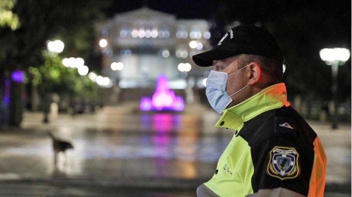 Nata e parë e lirisë totale për të vaksinuarit në Greqi, fillojnë kontrollet e skanimet për të tjerët
