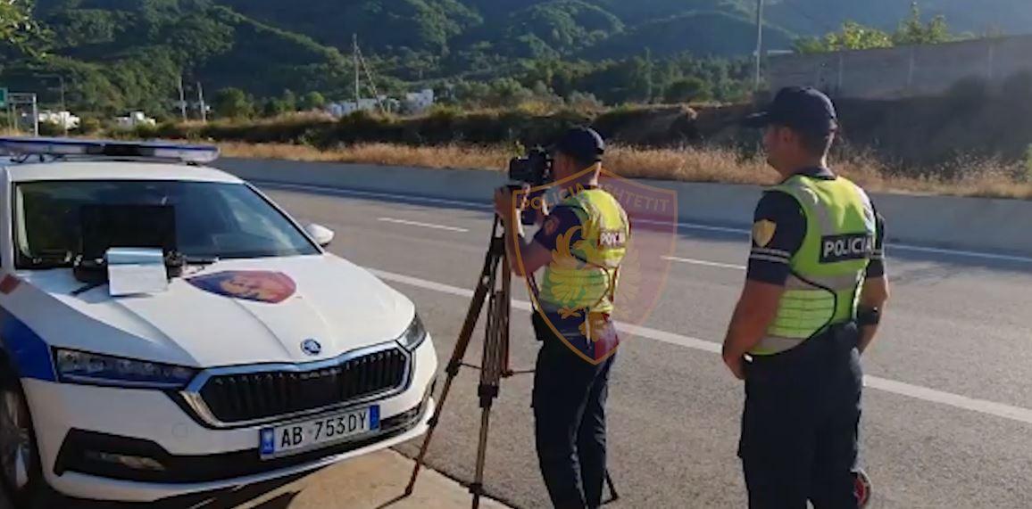 """""""Raketë"""" në rrugën Tiranë-Elbasan, ndëshkohen shoferët e pabindur, policia vendos mbi 1000 gjoba"""