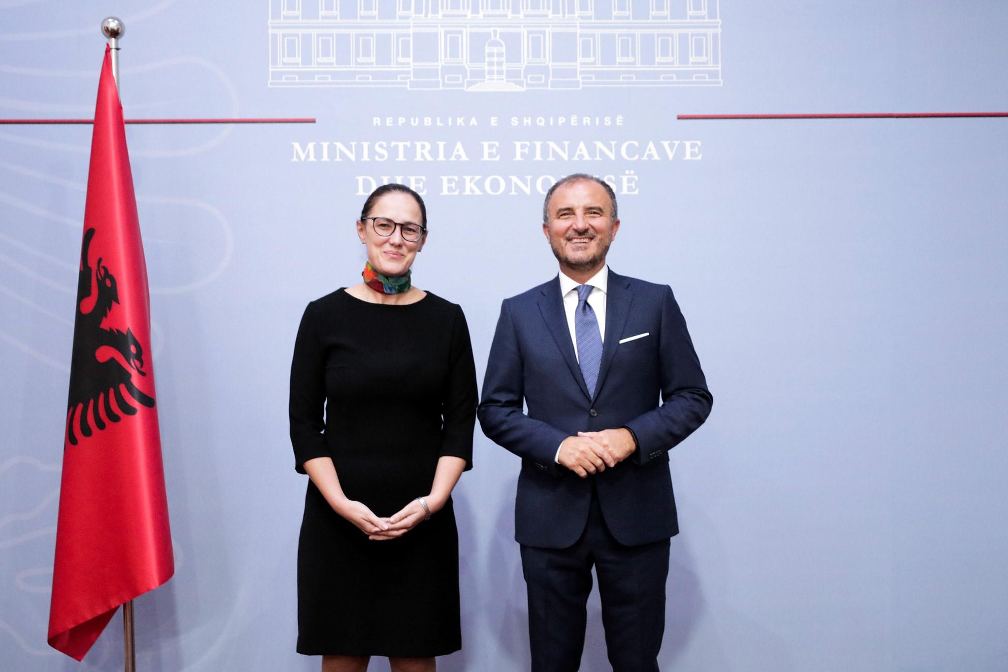 """Soreca i jep 5 """"porosi"""" ministres së re të Financave"""