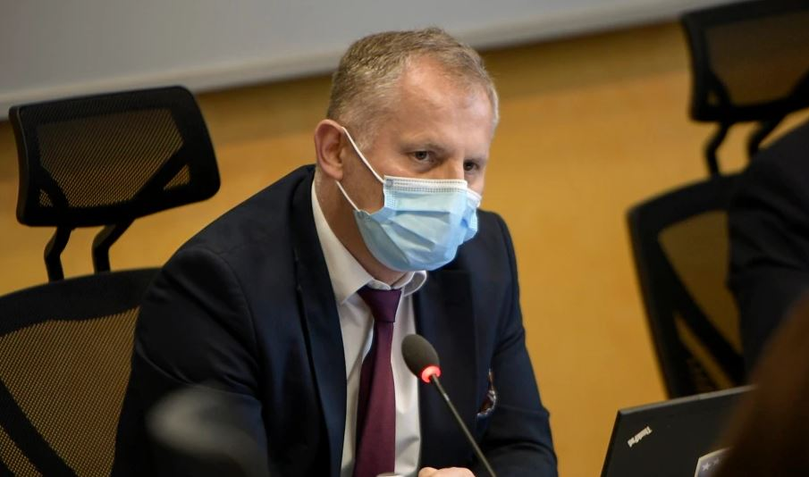 """Bislimi: Priten masa të tjera të reciprocitetit, targat """"KM"""" nuk do të ekzistojnë pas 21 prillit 2022"""