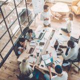 Të rinjtë shqiptarë preferojnë të punojnë në kompani ndërkombëtare: 86.3% të gatshëm