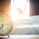 Cila është koha më e mirë për t'u zgjuar në mëngjes
