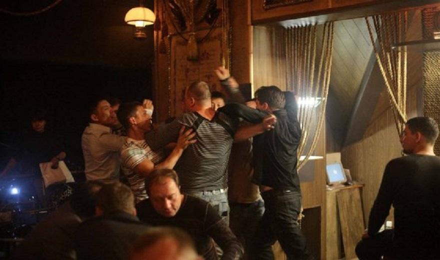 Elbasan/ Sherr në lokal, 57 vjeçari goditet me sende të forta dhe përplaset me tavolinën