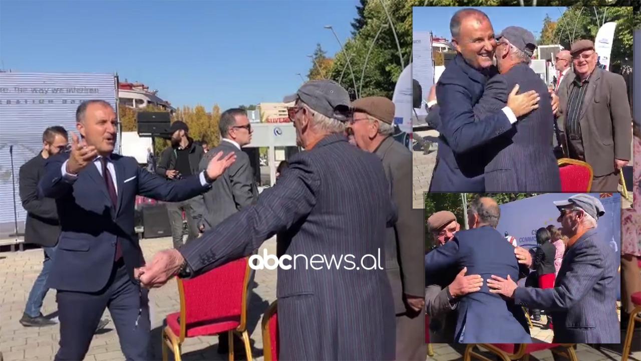 """""""Europa është këtu"""" Soreca përqafon 2 të moshuarit: Më mirë s'ka, por pensionistët i kanë lënë përtokë"""