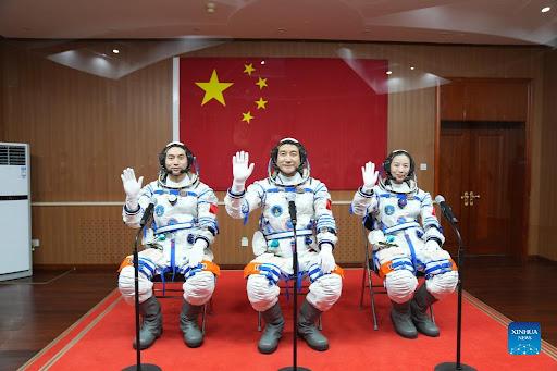 Gjashtë muaj në stacionin e ri, Kina dërgon në hapësirë tre astronautë