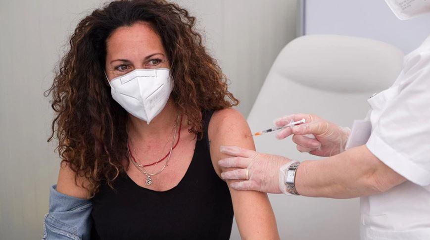 Greqia vendos: Vaksina e gripit dhe COVID injektohen në të njëjtën ditë
